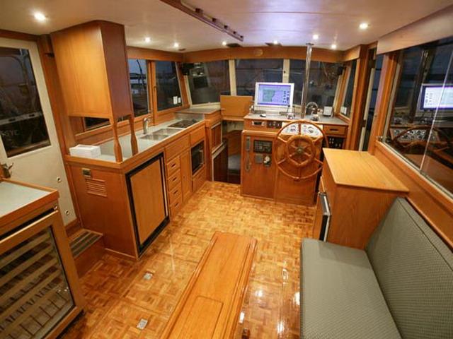 Внутренняя отделка деревянного катера